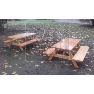 Kerti asztal rögzített padokkal